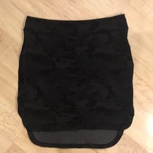 EUC Lululemon Black Camo skirt